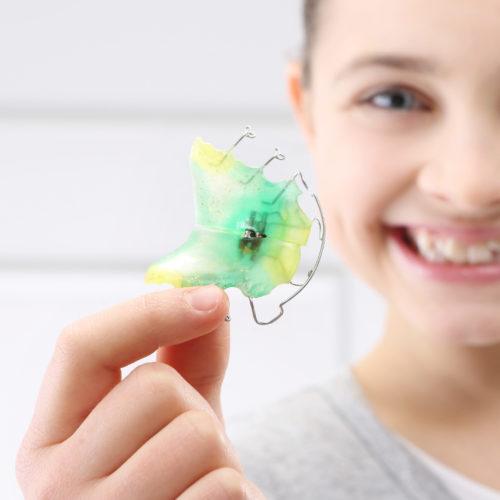 Für Kinder eignen sich lose Zahnspangen.