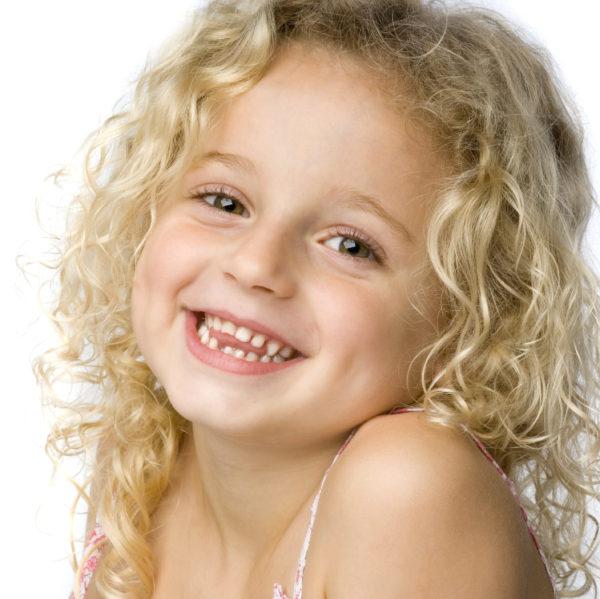 Kieferorthopädische Frühbehandlung bei kleinen Kindern.
