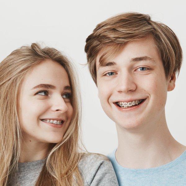 Kieferorthopäden Kirchheim: Zahnspange für Teenager