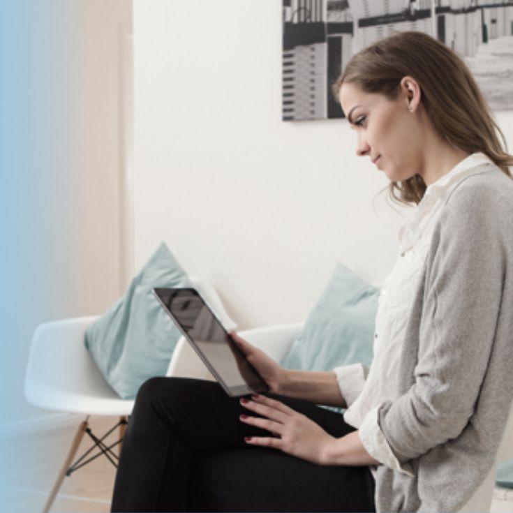Frau am iPad